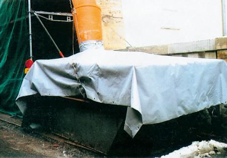 Plane fuer Schuettgutrutsche 99101 462x323 - Plandeka do kontenerów z kołnierzami do zamocowania rury zsypowej